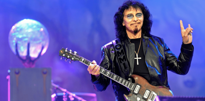 Tony-Iommi-horns-min